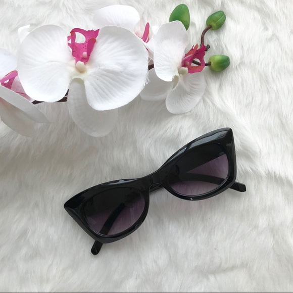 f0f3815cc06ea Women s Black Cat Eye Sunglasses